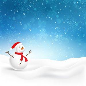 kerst-achtergrond-met-leuke-sneeuwman-in-de-sneeuw_1048-3988